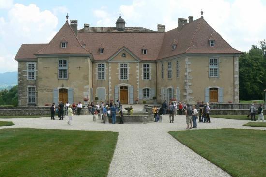 26-devant le château