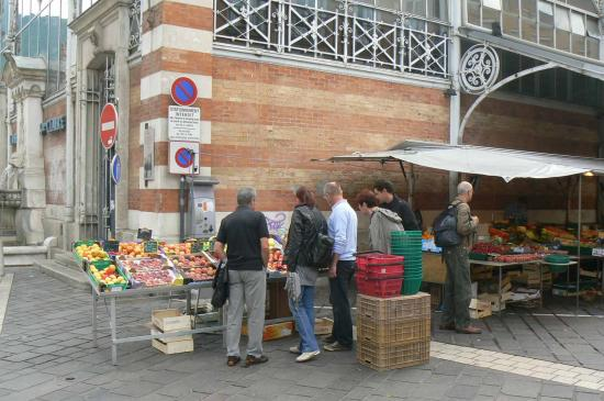 5-on passe devant le marché